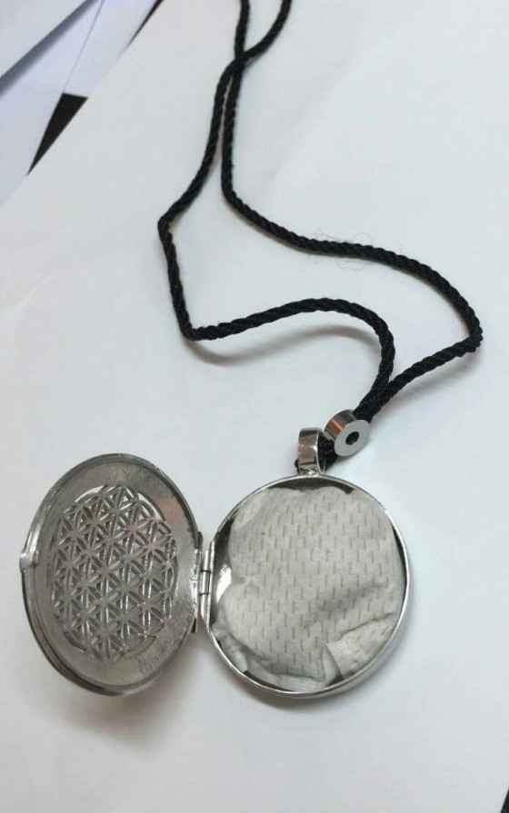 iprotect-tissue-inside-locket